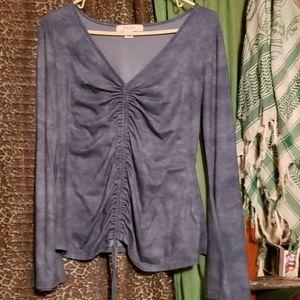 Blue bell sleeved v- neck